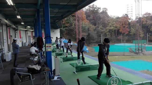ゴルフ練習場での練習風景②