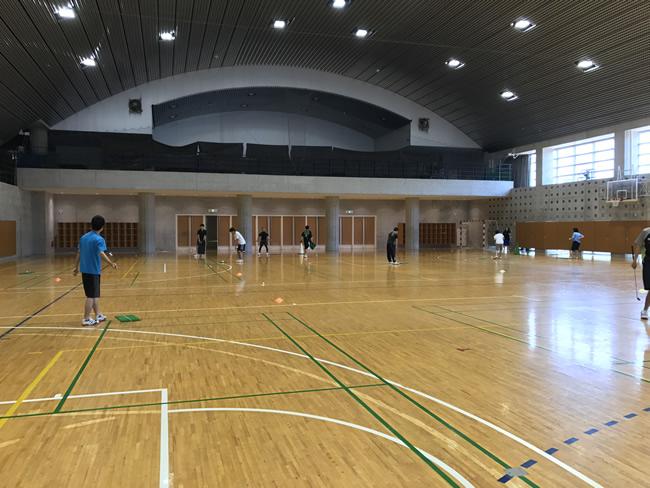 体育館での授業(仮想コースをラウンド)