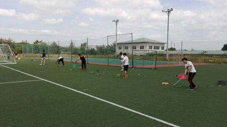 学内サッカーグラウンドでのショット練習